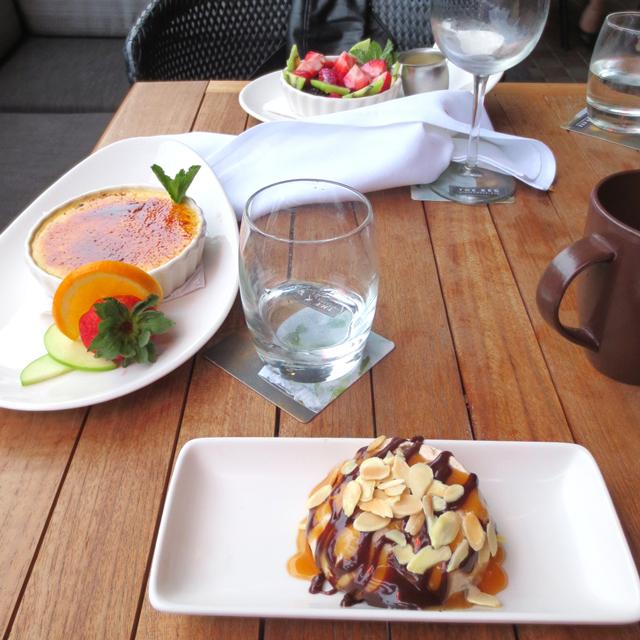 dessert-on-the-patio-at-the-keg-king-street-west-toronto