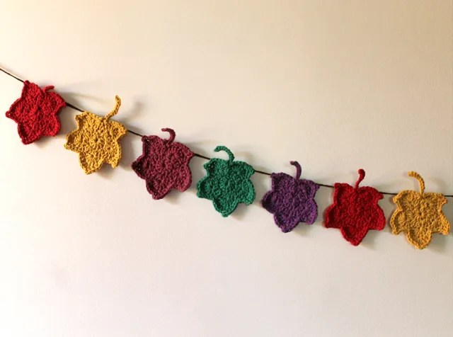 crocheted-maple-leaf-garland-fall-autumn-decoration
