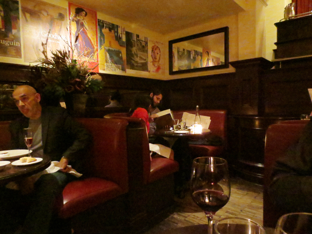 romantic-booth-tables-for-two-at-le-select-bistro