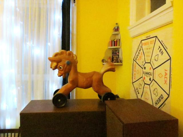 vintage-plastic-riding-toy-horse
