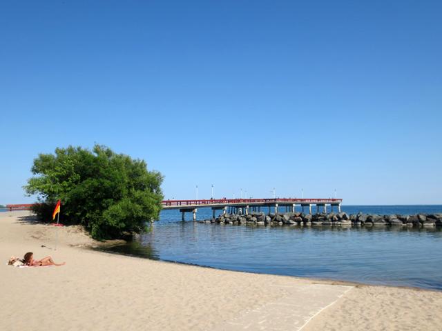 beach-and-pier-centre-island-toronto