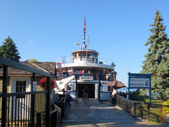 centre-island-ferry-loading-dock-toronto