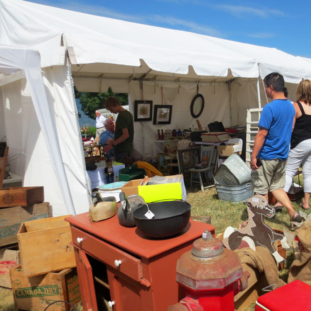shopping-for-antiques-at-kempenfest-barrie-waterfront-festival-ontario