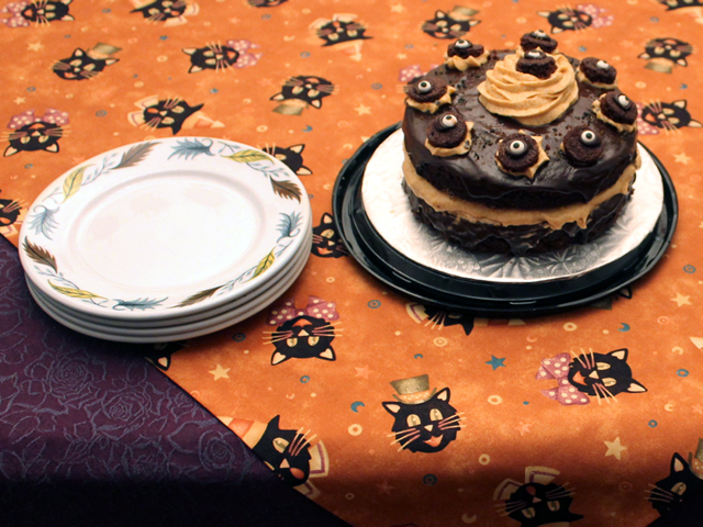halloween-cake-and-vintage-plates