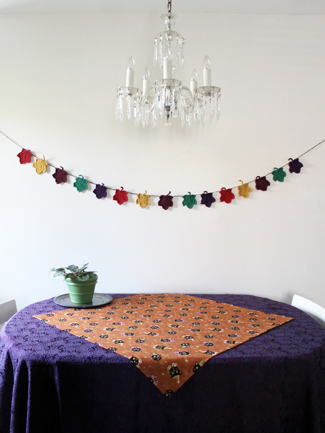 table-with-halloween-fabric-cloth