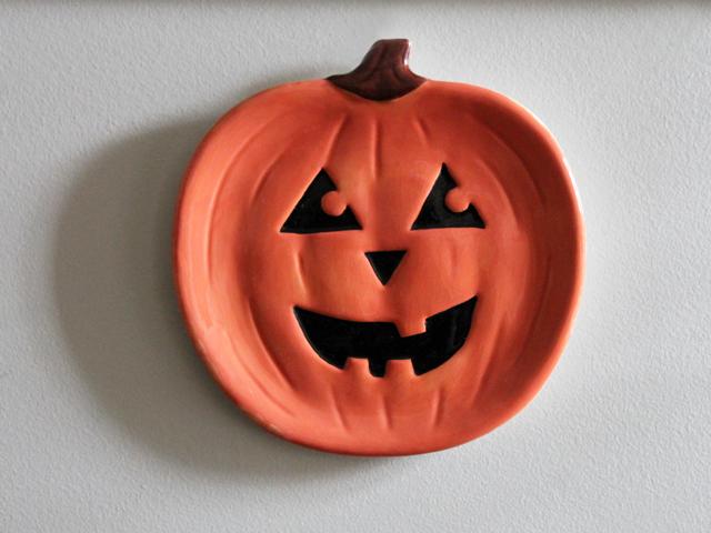 thrifted-jack-o-lantern-pumkin-plate-halloween