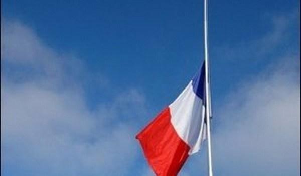Une minute de silence sera observée à 12h précise devant la Mairie de Louveciennes