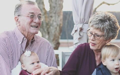 Grootouders laten oppassen: goedkope opvang!