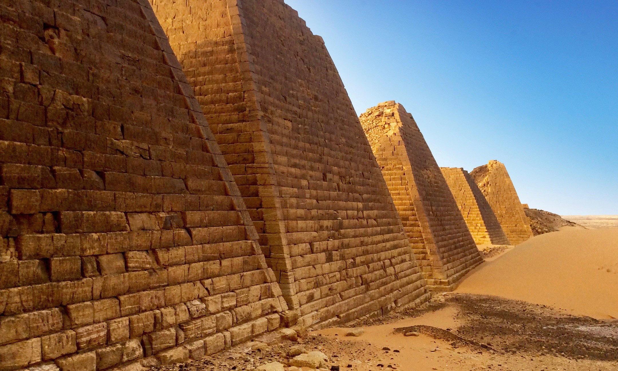 Post Header Pryamids Meroe Sudan © LoveAdventures