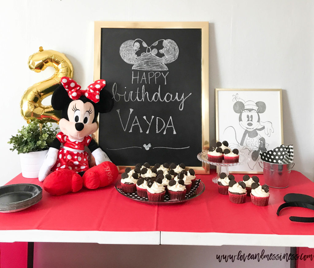 Vayda's Minnie Mouse Birthday Party | www.loveandmessiness.com