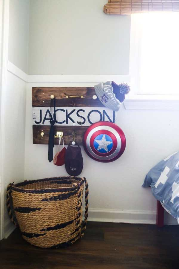 Pallet Wood Wall Hooks by Love and Renovations