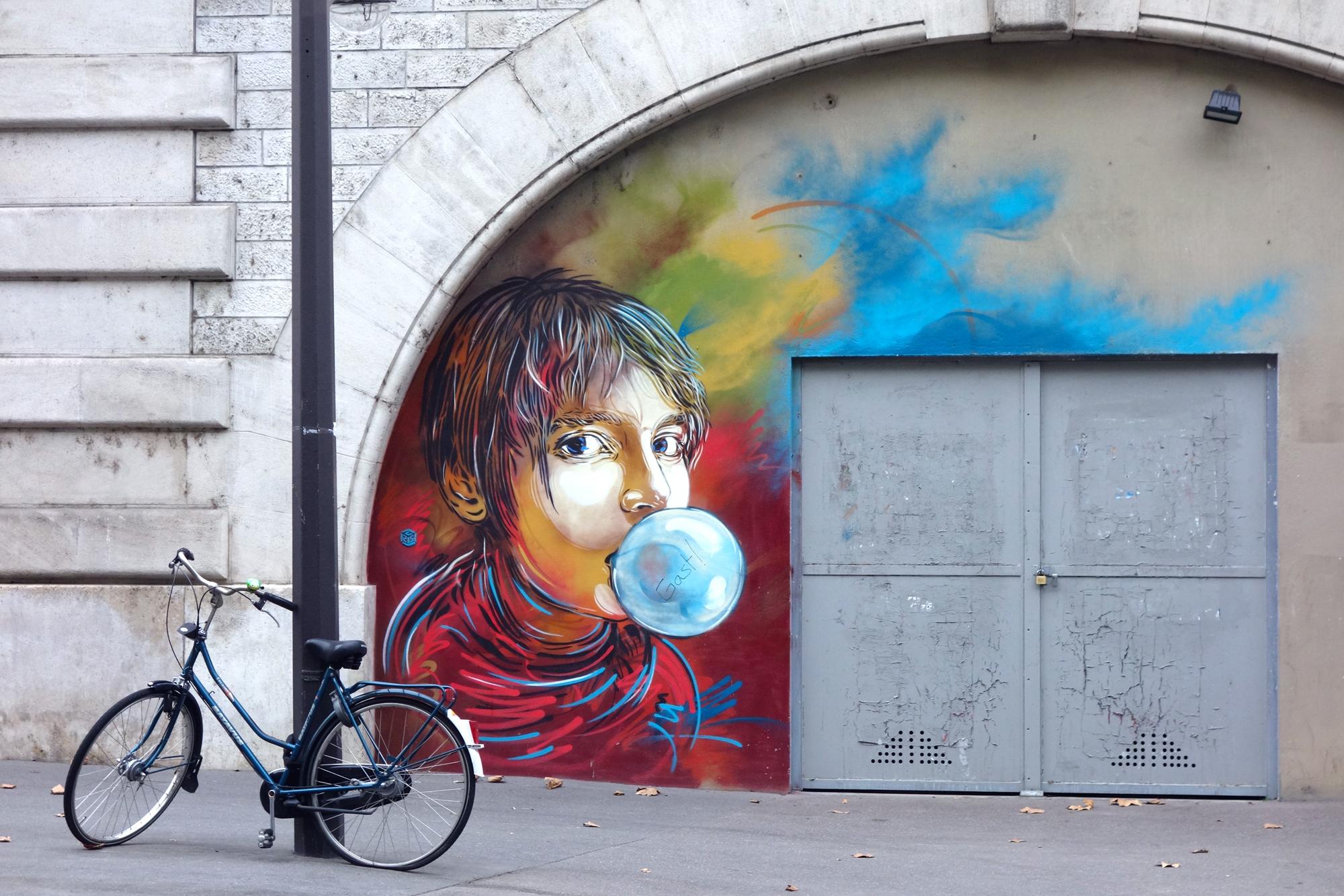 C215 - Nina fait des bulles