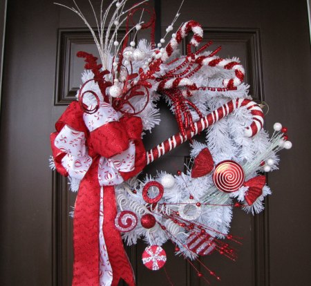 15 Christmas Wreath Ideas - Peppermint Wreath