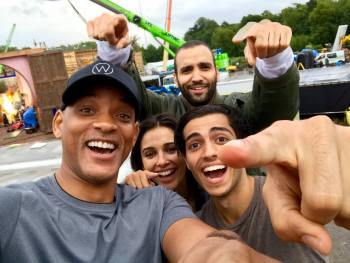 Check out this Selfie of #Aladdin Cast Members: Will Smith, Mena Massoud, Naomi Scott and Marwan Kenzari