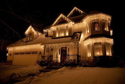 https://i2.wp.com/www.lovechristmaslights.com/images/ideas/icicle-lights-on-house.jpg