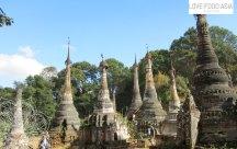 Stupas auf dem Weg