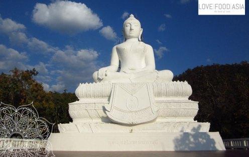 Buddha statue near Pai