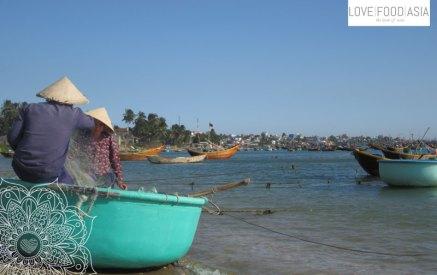 Fishers at work in Mui Ne