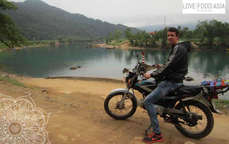Chris auf seinem gekauften Motorrad in Vietnam