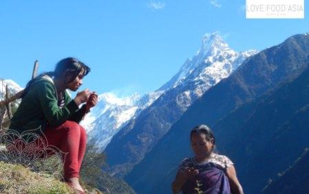 Frauen in der Nähe von Chomrong