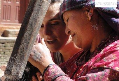 Zwei Frauen in Kathmandu
