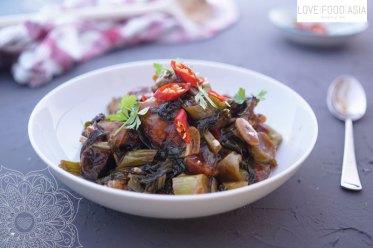 Knuspriger Schweinebauch mit chinesischem Brokkoli