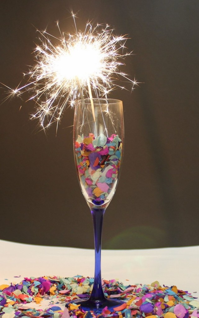champagne-glass-1113164_1920