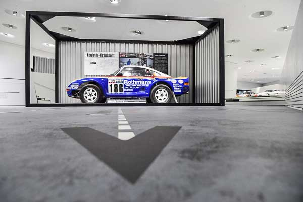 The 959 Paris Dakar from 1986 is being presented in a container in real size.