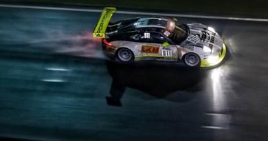 Porsche 911 GT3 R, Manthey Racing No 911: Earl Bamber, Nick Tandy, Patrick Pilet