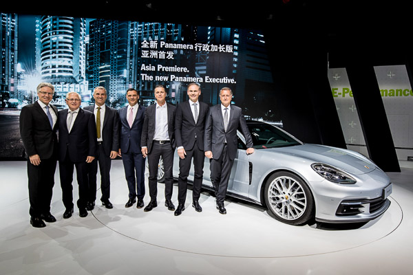 Auto Shanghai 2017: Andreas Haffner, Member of the Executive Board, Human Resources and Social Affairs, Uwe-Karsten Städter, Member of the Executive Board, Procurement, Albrecht Reimold, Member of the Executive Board, Production and Logistics, Michael Steiner, Member of the Executive Board, Research and Development, Lutz Meschke, Member of the Executive Board, Finance and IT, Oliver Blume, Chairman of the Executive Board of Porsche AG, and Detlev von Platen, Member of the Executive Board, Sales and Marketing, at the Asian premiere of the Panamera Sport Turismo and of the new Panamera Executive (China only).