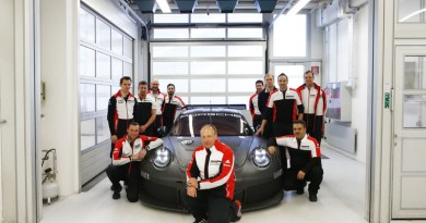 Development of the new Porsche 911 RSR