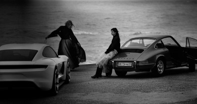 Porsche – the old and the new: Peter Lindbergh photographs the concept Mission E and a classic 911 on the beach in northern France