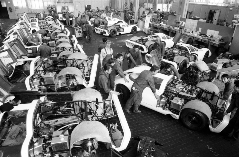 Under high pressure The construction of the 25 racing cars for the homologation of the 917