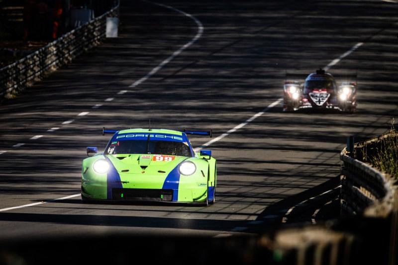 Porsche 911 RSR, Proton Competition (99), Patrick Long (USA), Tracy Krohn (USA), Niclas Jönsson (SWE)
