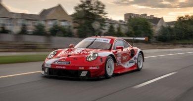 Porsche 911 RSR in Coca-Cola livery