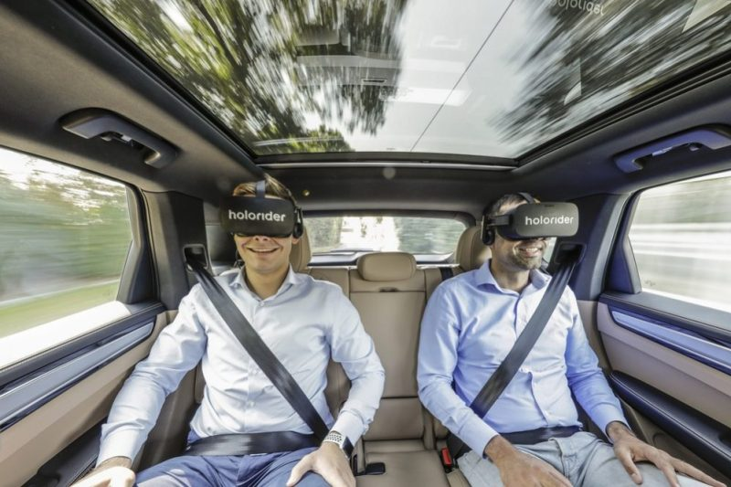 The contents of the VR headset are adapted to the driving movements of the car in real time