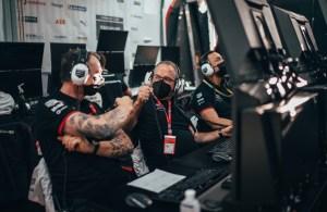 Amiel Lindesay (l), Head of Operations Formula E, TAG Heuer Porsche Formula E Team