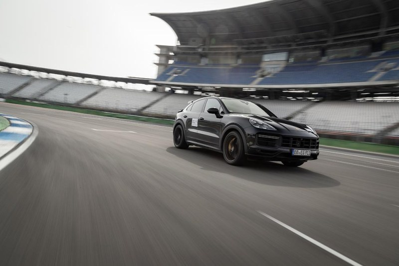 Walter Röhrl tests new high-performance model in the Cayenne product line 2