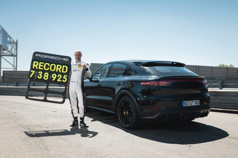 In the new performance Cayenne, test driver Lars Kern needed 7:38.9 minutes for a full lap over a distance of 20.832 kilometres on the Nürburgring Nordschleife – a new SUV record.