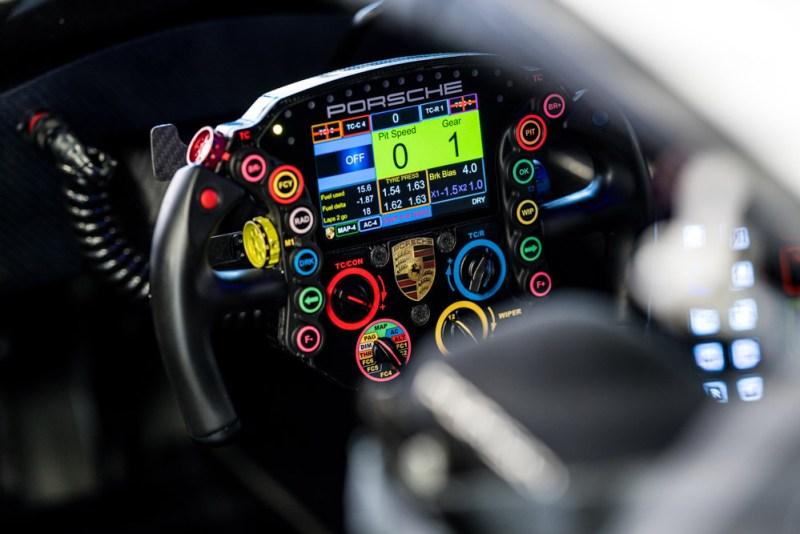 Porsche-steering-wheels-Porsche-911-RSR-Lenkrad