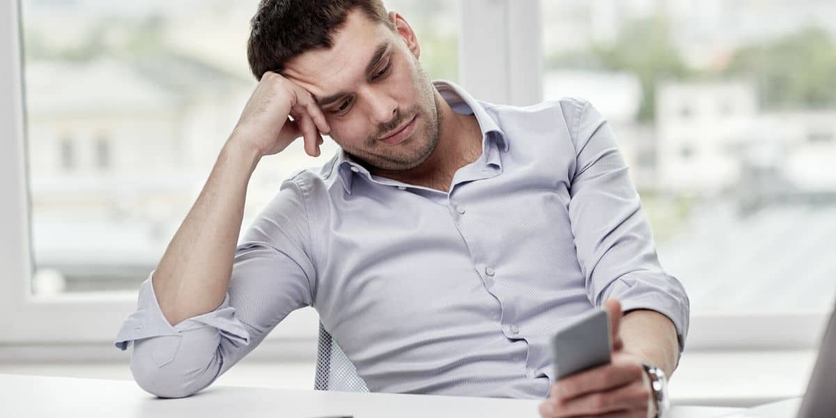Read more about the article Why your girlfriend doesn't text or call you