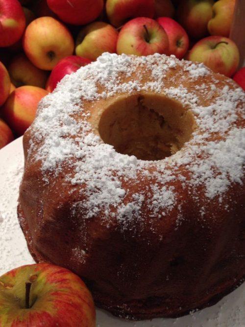 Apfelkuchen mit Sahne, ein herrlicher Genuß