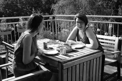 Julie & Sophie Frühstück 4 sw