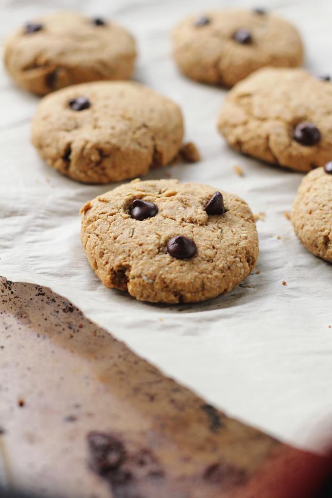 vegan rosemary chocolate chips cookies | love me, feed me