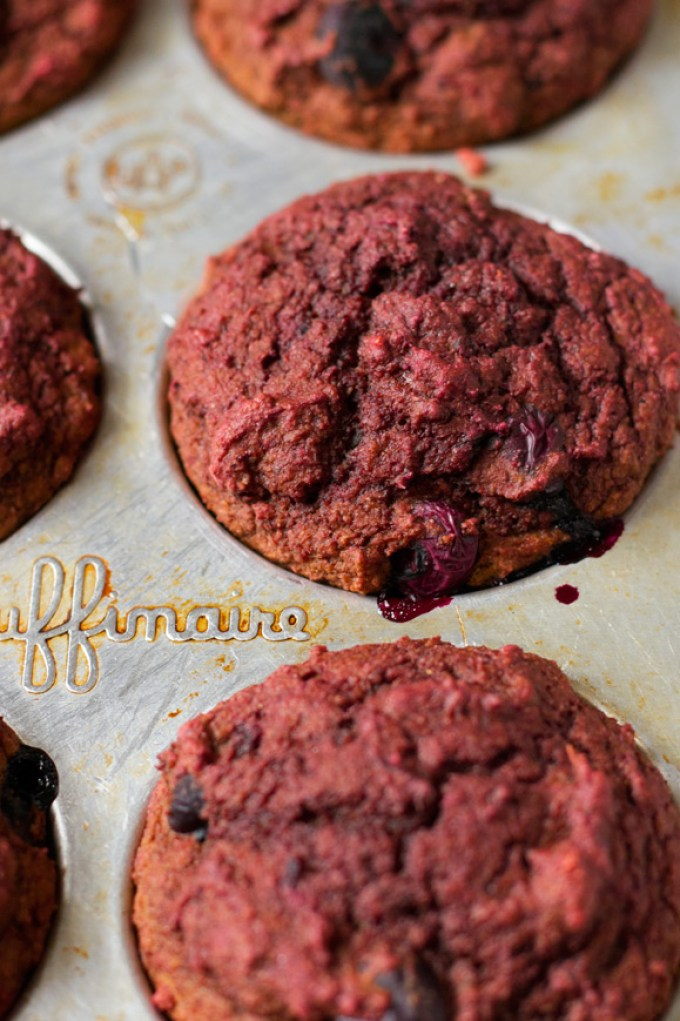 vegan beet blueberry muffins   love me, feed me