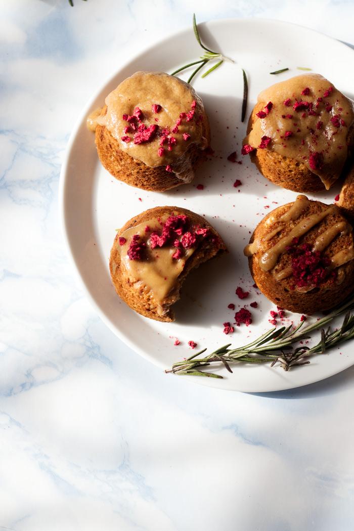 vegan mini lemon rosemary cakes | love me, feed me