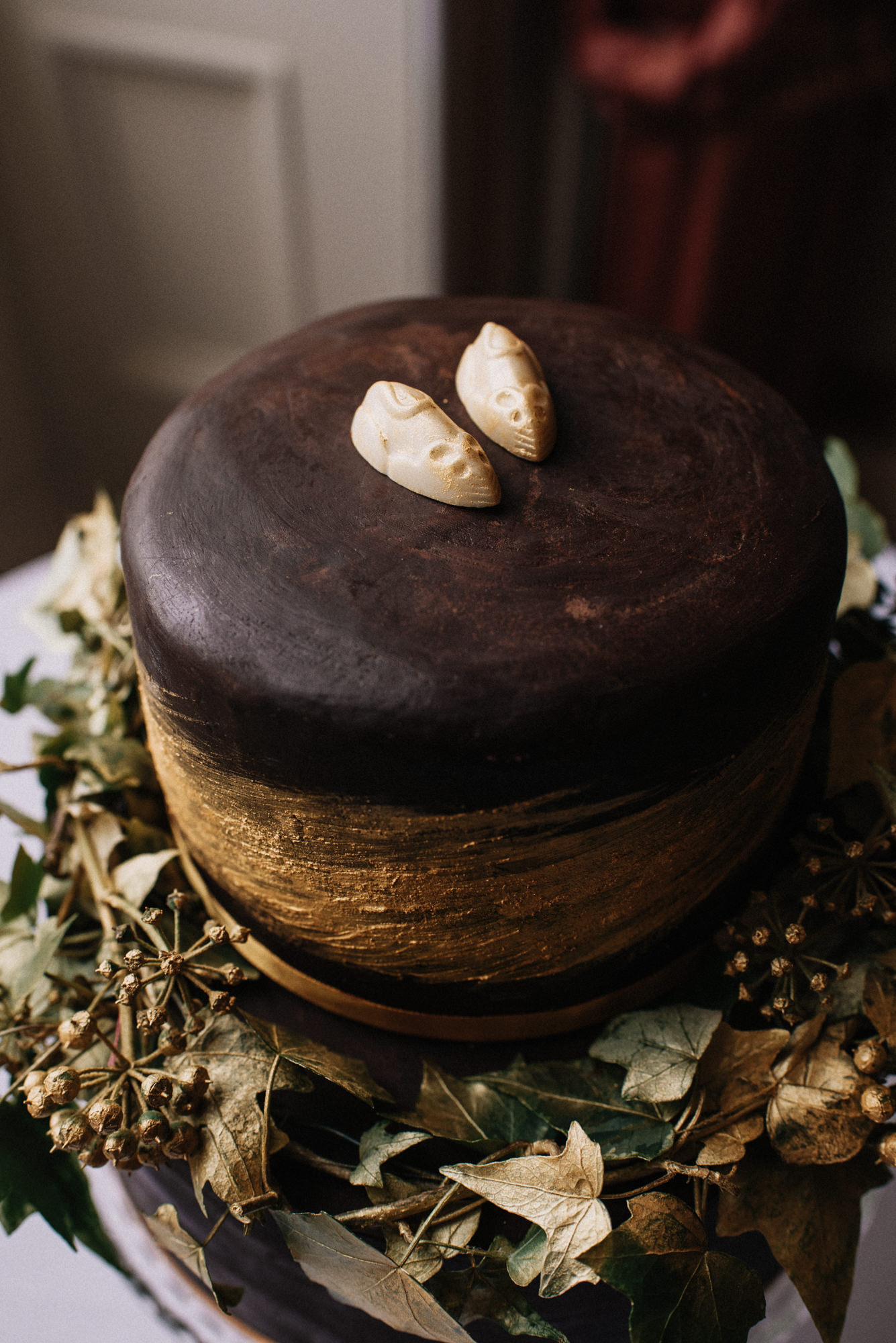 Christmas gold chocolate wedding cake - An Art Deco-Inspired, Knitted Silk Gown For A Festive + Sustainable Country House Wedding