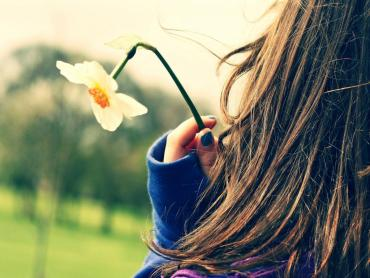 girl with flower in hand dp picture