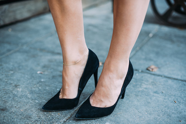 black pumps heels