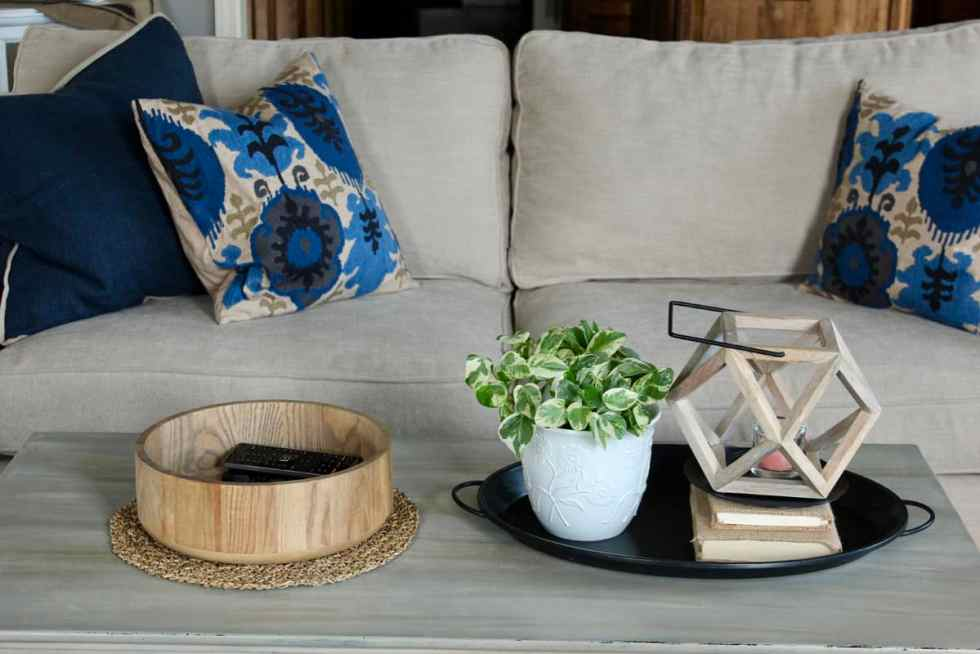 How to style the perfect vignette, vignette, how to create a vignette, living room vignette, coffee table vignette